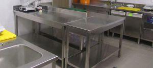 Как выбрать качественный производственный стол для кафе и столовой